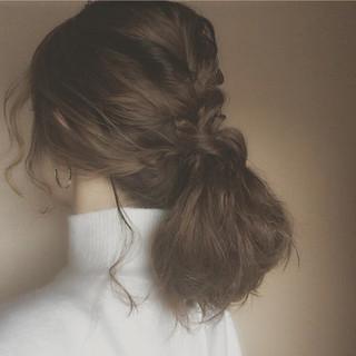 ミディアム ゆるふわ 大人かわいい ローポニーテール ヘアスタイルや髪型の写真・画像