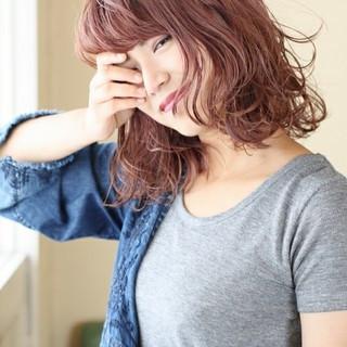 ピンク ウェットヘア モード ダブルカラー ヘアスタイルや髪型の写真・画像