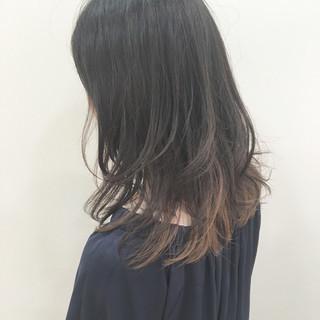 外国人風 セミロング 黒髪 ストリート ヘアスタイルや髪型の写真・画像