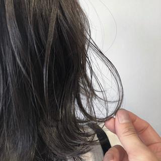 ブルーアッシュ 暗髪 ナチュラル ミディアム ヘアスタイルや髪型の写真・画像