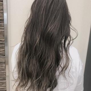 グラデーションカラー グレージュ バレイヤージュ ストリート ヘアスタイルや髪型の写真・画像