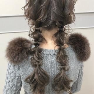 ツインテール ナチュラル 編みおろしツイン ロング ヘアスタイルや髪型の写真・画像