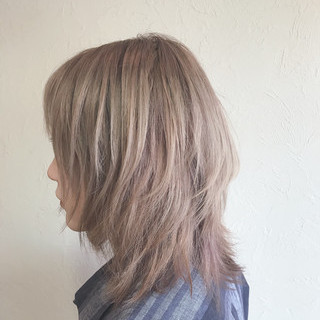 ブリーチ ガーリー ハイトーン ベージュ ヘアスタイルや髪型の写真・画像