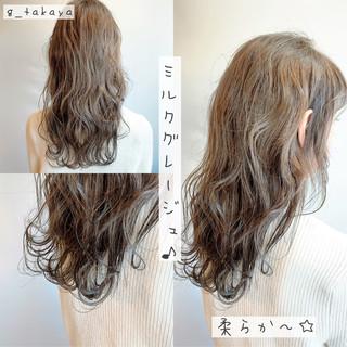 ハイライト フェミニン ロング グレージュ ヘアスタイルや髪型の写真・画像