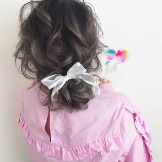 フェミニン セミロング 簡単ヘアアレンジ 結婚式 ヘアスタイルや髪型の写真・画像 ヘアスタイルや髪型の写真・画像