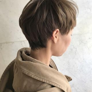 アッシュ マッシュ グレージュ ショート ヘアスタイルや髪型の写真・画像
