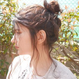 パーマ セミロング ヘアアレンジ くせ毛風 ヘアスタイルや髪型の写真・画像