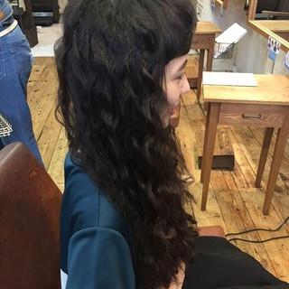 パーマ 外国人風 モード 黒髪 ヘアスタイルや髪型の写真・画像