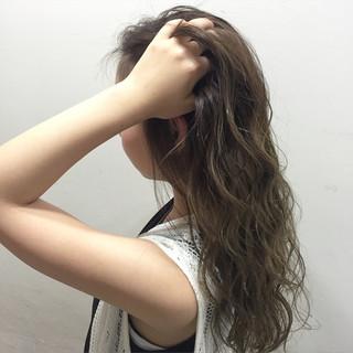 外国人風 アッシュ グラデーションカラー セミロング ヘアスタイルや髪型の写真・画像