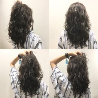 ハイライト 波ウェーブ セミロング 外国人風 ヘアスタイルや髪型の写真・画像