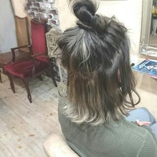 ハーフアップ アッシュグレー インナーカラー アッシュ ヘアスタイルや髪型の写真・画像