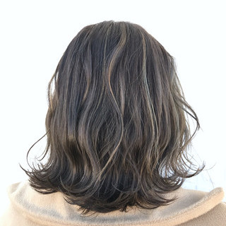 グレージュ ミディアム ブルージュ 外国人風 ヘアスタイルや髪型の写真・画像