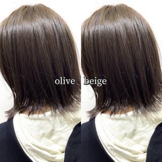ナチュラル オリーブグレージュ ミディアム オリーブベージュ ヘアスタイルや髪型の写真・画像
