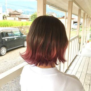レッドカラー ショートヘア ミニボブ インナーカラーレッド ヘアスタイルや髪型の写真・画像