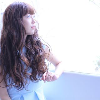 デート 上品 ウェーブ 外国人風 ヘアスタイルや髪型の写真・画像