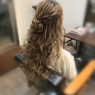 ハーフアップ ロング フェミニン ヘアセット ヘアスタイルや髪型の写真・画像
