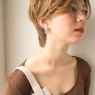 ショート 透明感 ベージュ ハイトーン ヘアスタイルや髪型の写真・画像