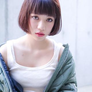 外国人風カラー ヘアアレンジ ベリーピンク ストレート ヘアスタイルや髪型の写真・画像