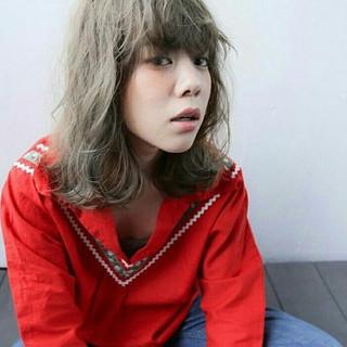 ミルクティー ゆるふわ ハイライト ミディアム ヘアスタイルや髪型の写真・画像
