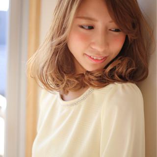 アッシュ 大人かわいい フェミニン パーマ ヘアスタイルや髪型の写真・画像
