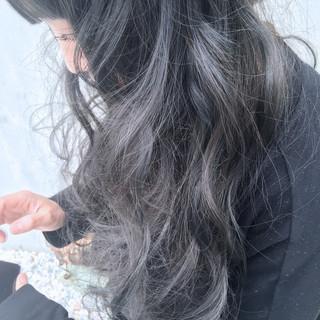 外国人風カラー ロング グラデーションカラー グレージュ ヘアスタイルや髪型の写真・画像