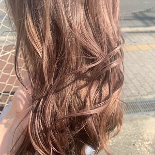 ウェットヘア ピンク フェミニン ミルクティーベージュ ヘアスタイルや髪型の写真・画像