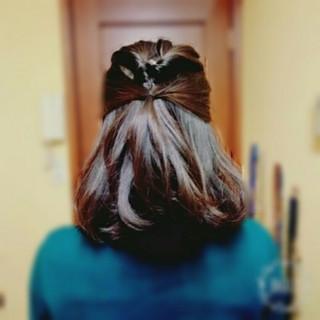 ミディアム ショート くるりんぱ フェミニン ヘアスタイルや髪型の写真・画像