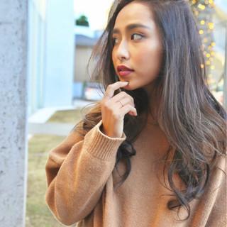 アッシュ グレー ハイライト 外国人風カラー ヘアスタイルや髪型の写真・画像