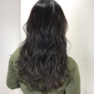 アッシュグレージュ セミロング ブルーブラック グレージュ ヘアスタイルや髪型の写真・画像