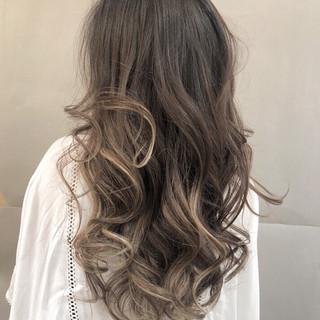 バレイヤージュ モード アウトドア デート ヘアスタイルや髪型の写真・画像 ヘアスタイルや髪型の写真・画像