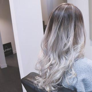 バレイヤージュ グラデーションカラー ロング ストリート ヘアスタイルや髪型の写真・画像