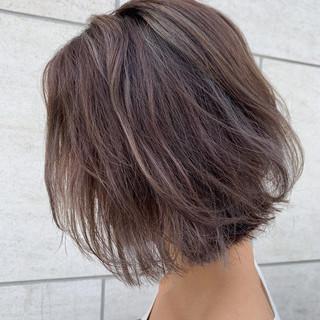 外国人風カラー ハイライト ミルクティーグレージュ ボブ ヘアスタイルや髪型の写真・画像
