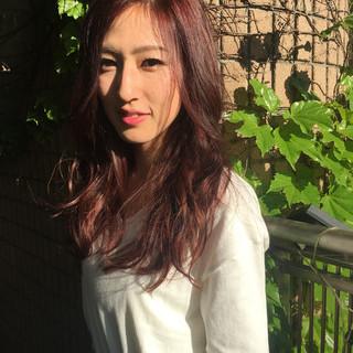 ナチュラル ロング ピンク レッド ヘアスタイルや髪型の写真・画像 ヘアスタイルや髪型の写真・画像