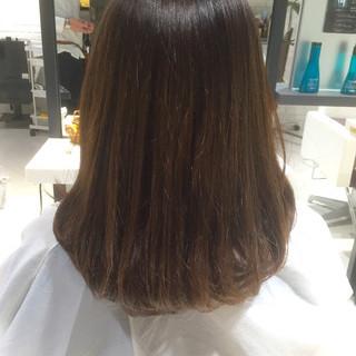 セミロング グレージュ グラデーションカラー アッシュ ヘアスタイルや髪型の写真・画像