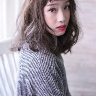 大人かわいい グレージュ シースルーバング ナチュラル ヘアスタイルや髪型の写真・画像