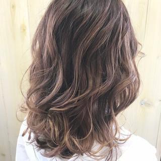 フェミニン ヌーディベージュ ナチュラルベージュ ヌーディーベージュ ヘアスタイルや髪型の写真・画像