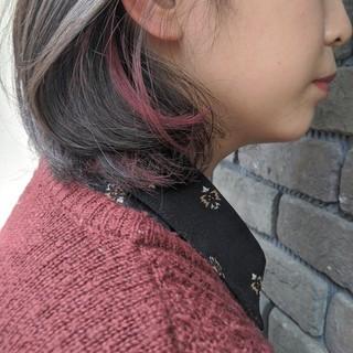 アクセサリーカラー チェリーレッド ナチュラル ボブ ヘアスタイルや髪型の写真・画像