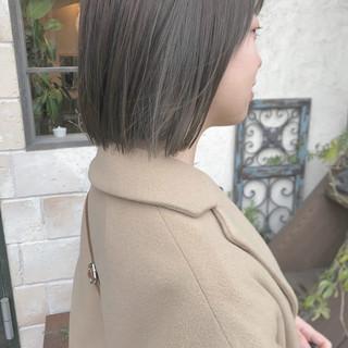 ハイライト アッシュグレージュ ブリーチカラー モード ヘアスタイルや髪型の写真・画像