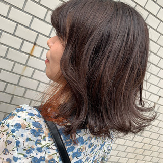 アプリコットオレンジ インナーカラー ブリーチ ミディアム ヘアスタイルや髪型の写真・画像