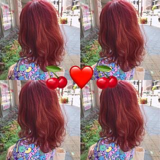 チェリーレッド ミディアム 似合わせカット ダブルカラー ヘアスタイルや髪型の写真・画像
