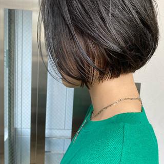 インナーカラー ナチュラル 切りっぱなしボブ ショートボブ ヘアスタイルや髪型の写真・画像