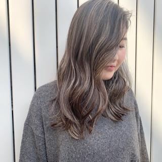 ハイライト ナチュラル デート アンニュイほつれヘア ヘアスタイルや髪型の写真・画像 ヘアスタイルや髪型の写真・画像