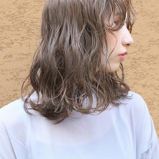 大人かわいい パーマ ミディアム 外国人風カラー ヘアスタイルや髪型の写真・画像 ヘアスタイルや髪型の写真・画像