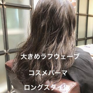 ナチュラル アンニュイほつれヘア ロング デジタルパーマ ヘアスタイルや髪型の写真・画像