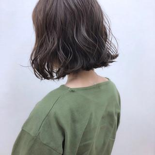 ガーリー 切りっぱなし 外ハネ 前下がり ヘアスタイルや髪型の写真・画像
