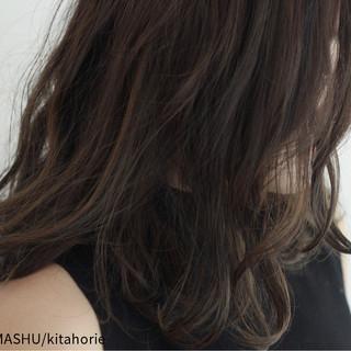 ハイライト コンサバ 暗髪 外国人風 ヘアスタイルや髪型の写真・画像