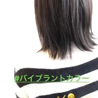 ミディアム アッシュベージュ ストレート アッシュ ヘアスタイルや髪型の写真・画像