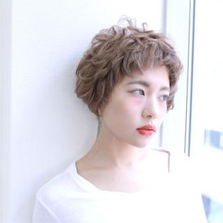 フェミニン パーマ ゆるふわ ショート ヘアスタイルや髪型の写真・画像