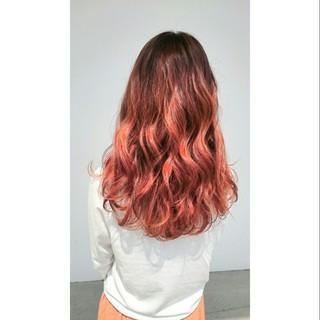 ハイライト 波ウェーブ ロング ダブルカラー ヘアスタイルや髪型の写真・画像