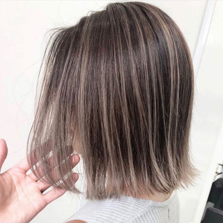 ミディアム ミルクティーベージュ エレガント アッシュベージュ ヘアスタイルや髪型の写真・画像